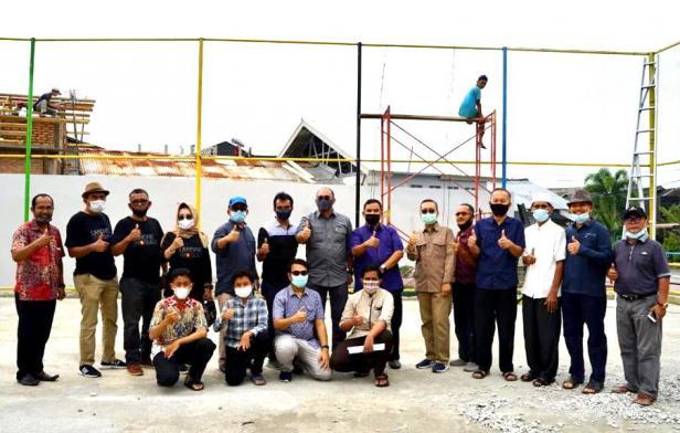 Andre Rosiade foto bersama dengan warga Kompleks Puri Berlindo-Sumbar Mas, Kelurahan Kubu Dalam Parak Karakah, Kecamatan Padang Timur, Kota Padang.