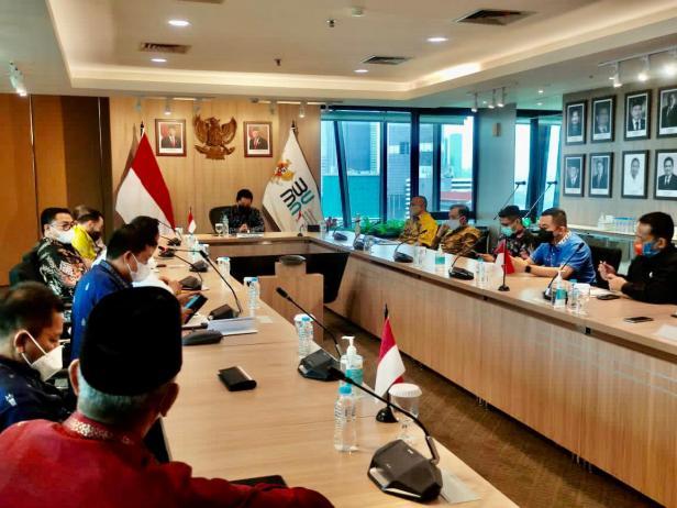 Lima kepala daerah di Sumbar melakukan pertemuan dengan Menteri BUMN Erick Thohir terkait perceparan pembangunan di Sumbar.