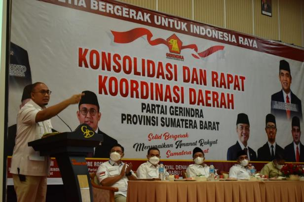 Andre Rosiade menyampaikan kata sambutan saat Rapat Konsolidasi dan Koordinasi Daerah (Rakorda), Rabu (7/4/2021) malam di Kota Bukittinggi.