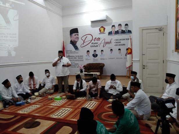 Mukhlis Yusuf Abit mewakili keluarga almarhum Nasrul Abit memberikan sambutan dalam agenda doa bersama dan tausyiah yang digelar DPD Gerindra Sumbar untuk Nasrul Abit.