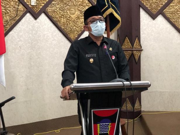 Plt Walikota Padang Hendri Septa  dalam rapat paripurna DPRD Padang, Rabu (3/3)