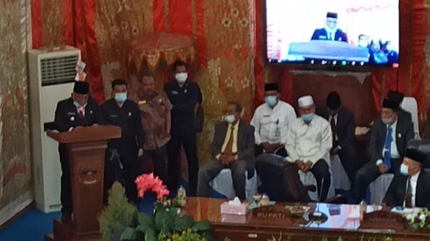 Bupati Pasaman Barat, Yulianto saat menyampaikan pidato dan rangkaian pembangunan dan penghargaan tang diraih semasa kepemimpinannya