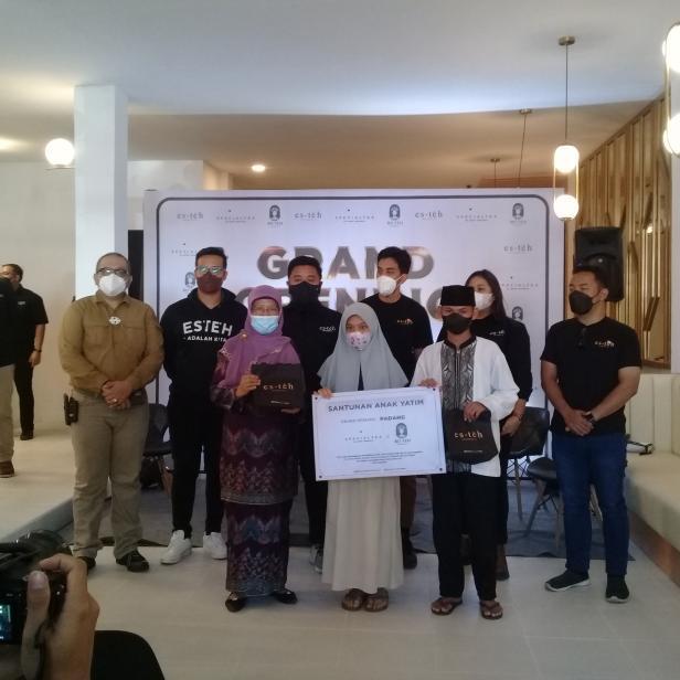 Santunan donasi untuk Panti Asuhan Anak Mentawai dari Esteh Indonesia