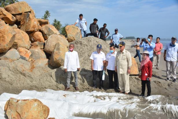 Wagub Sumbar Nasrul Abit dalam kunjungan ke daerah terpencil
