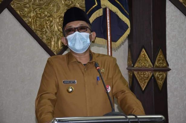 Walikota Padang Hendri Septa menyampaikan Ranperda  Pertanggungjawaban Pelaksanaan APBDTA 2020 di Ruang Sidang Utama DPRD Kota Padang