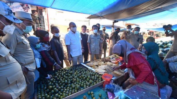 Andre Rosiade didampingi sejumlah kader Gerindra kunjungi Pasar Sungai Rumbai, Kabupaten Dharmasraya.