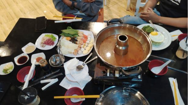 Salah satu menu makanan Jepang yang telah terhidang di atas meja pengunjung