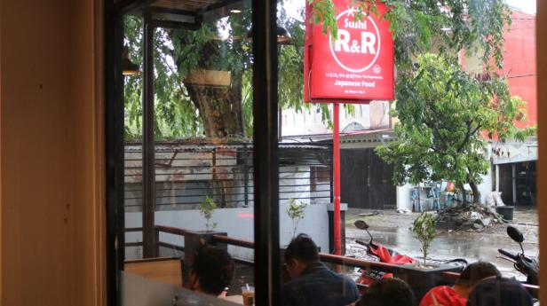 Cafe dan Resto, Sushi Rock n Roll