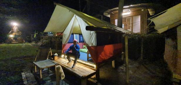 Kamar homestay dan tenda di DLengkong