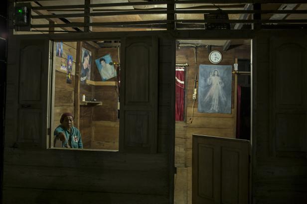 Rumah-rumah purba yang terbuat dari kayu di kampung ini sudah dialiri listrik