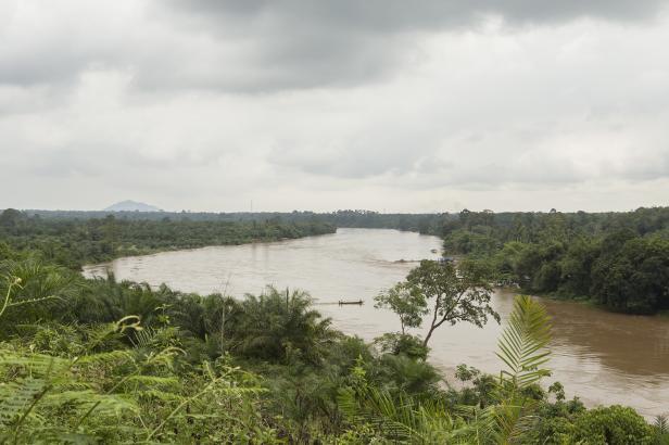 Sungai Batang Hari mengalir sepanjang lebih dari 800 kilometer, telaj menjadi sumber kehidupan banyak bangsa dari masa lalu hingga hari ini.