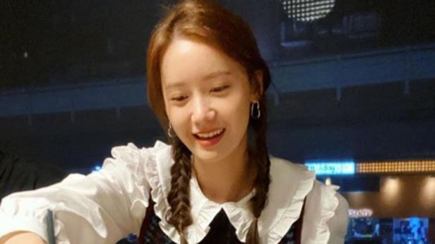 Yoona SNSD dengan rambut kepang duanya (Instagram)
