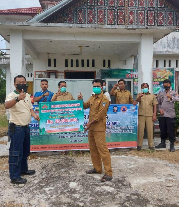 Penyerahan CSR dari PT Agrowirtama kepada PJ Wali Nagari Sikilang