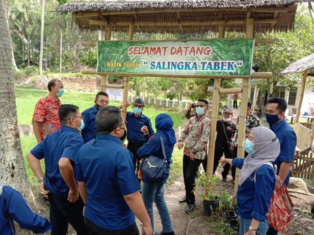 Tim penilai Peduli Wisata Award 2020 mengunjungi Batik Tulis Salingka Tabek di Kotobaru