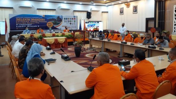 Suasana saat lounching penerimaan mahasiswa baru seleksi mandiri PNP bersama 15PTS di kampus PNP.