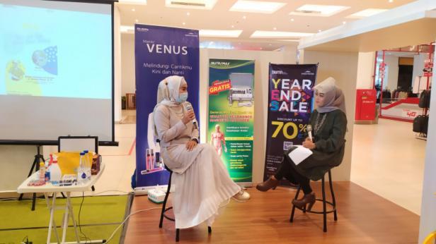 Walking Talkshow bersama ahli kesehatan kulit, dr. Gardenia Akhyar, Sp, KK dengan tema Edukasi Kesehatan Kulit