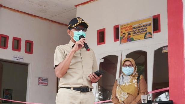 Gubernur Sumbar Irwan Prayitno memberikan Sambutan saat meninjau Rumah Isolasi Nagari Tageh