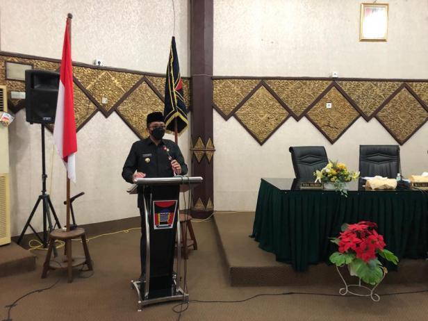 Wako Padang menyampaikan pendapat pada kegiatan Paripurna Penutupan Masa Sidang I dan Buka Masa Sidang II Tahun 2021