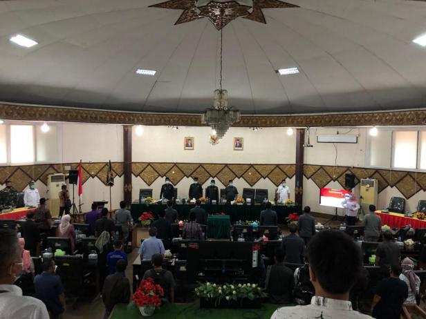 rapat paripurna dalam rangka penyampaian usulan pemberhentian Walikota Padang dan pengangkatan dan pengesahan wakil Walikota Padang menjadi Walikota Padang di sisa jabatan 2019-2024, bertempat di Gedung DPRD Kota Padang, Rabu (3/3)