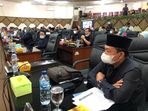 Kegiatan penyampaian Pendapat Akhir oleh fraksi-fraksi di DPRD Padang terhadap LKPJ 2020