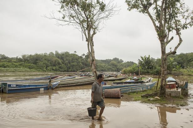 Dermaga tempat menautkan tempek di sepanjang Batang Hari merupakan penampakan yang mulai jarang ditemui
