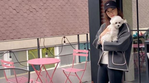 Yoona SNSD menggedong hewan peliharaan (Instagram)