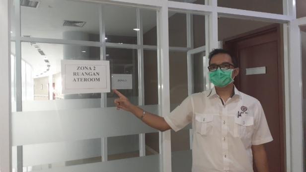 Sekretaris Yayasan Semen Padang Eko Bagus Priyuantoro saat berada di zona 3 lantai 5 SPH.