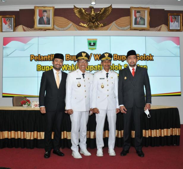 Pasangan Bupati dan Wakil Bupati Solok Selatan Khairunas dan Yulian Efi bersama Wakil Gubernur Sumbar Audy Joinaldi dan ketua DPRD Solsel Zigo Rolanda