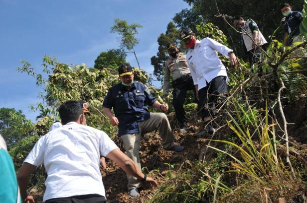Wagub Nasrul Abit melakukan kunjungan ke daerah terpencil dan melihat kondisi masyarakst disana