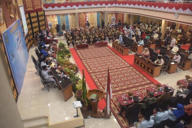 Sidang Paripurna Istimewa DPRD Kota Padangpanjang dalam rangka Peringatan Hari Jadi Kota (HJK) Padangpanjang ke 230,Selasa (1/12).