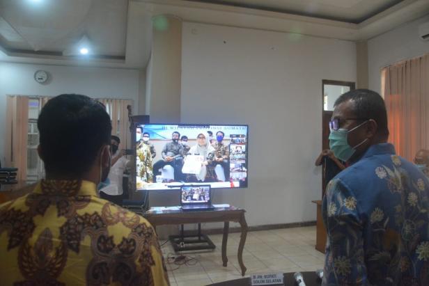Penyerahan LHP secara Virtual Oleh Kepala BPK RI Perwakilan Sumbar Yusnawati Kepada Plt. Bupati Solsel Abdul Rahman dan Ketua DPRD Solsel Zigo Rolanda.