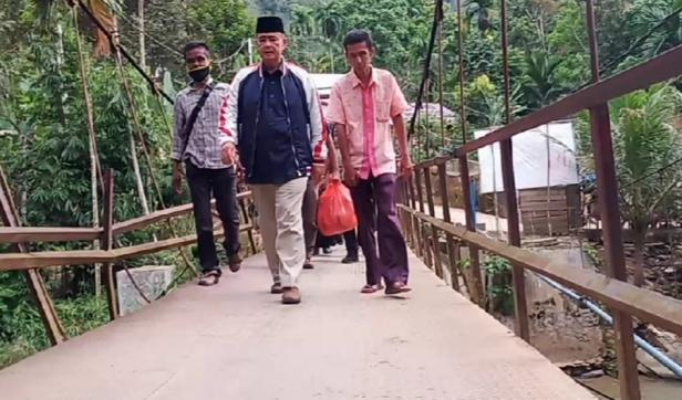 Wagub Sumbar Nasrul Abit mengunjungi masyarakat di daerah terpencil