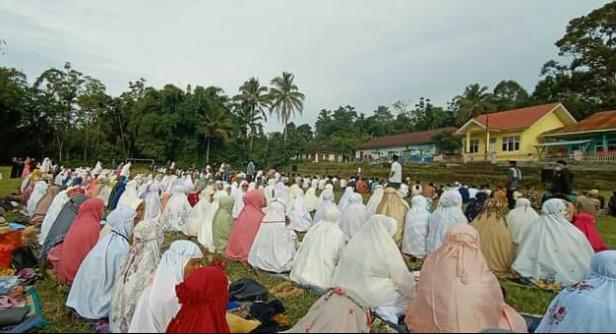 Pelaksanaan Shalat Idul Adha di lapangan