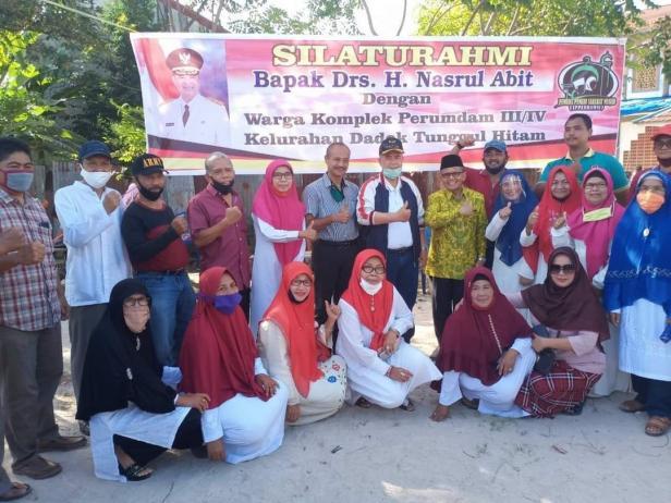 Foto bersama masyarakat Dadom Tunggul Hitam dalam kegiatan peringatanHUT RI ke-75