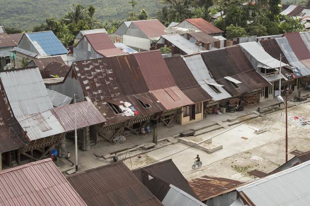 Sudah setiap rumah di Bawomataluo telah mendapat akses listrik