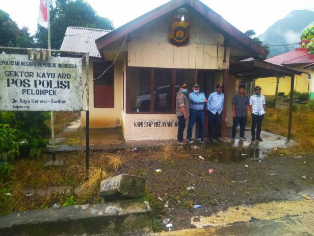 Lima anggota DPRD Solsel Napak tilas sejarah. Tempat ini dulunya merupakan batas wilayah Kabupaten Solok dengan Kerinci