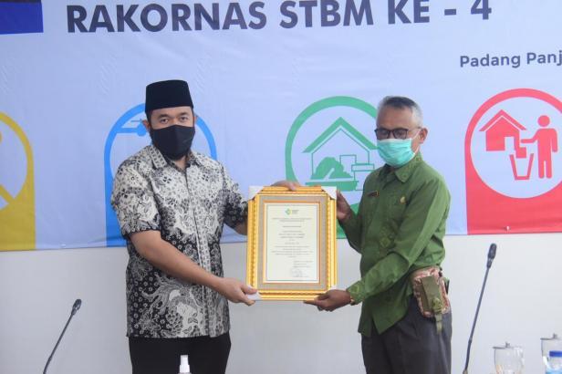 Wako Padang Panjang terima penghargaan Sanitasi Total Berbasis Masyarakat (STBM) Award tahun 2020