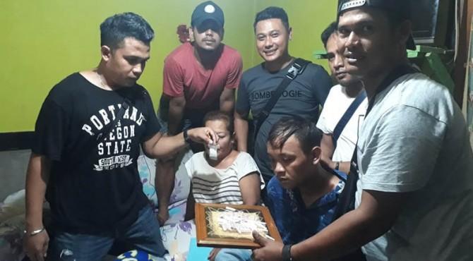 Ibu dan anak tersangka penjual sabu diamankan personel Satres Narkoba Polresta Padang.