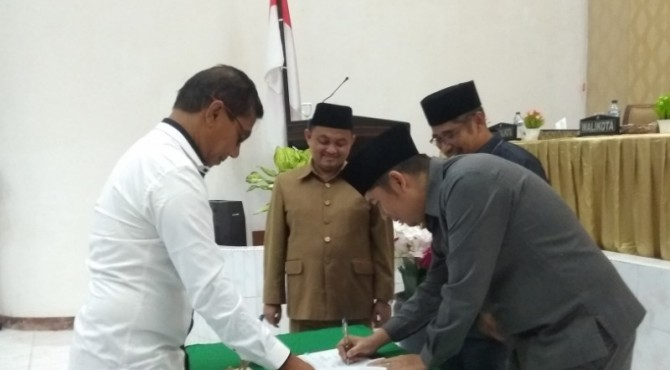 Penandatanganan Nota Kesepakatan KUPA dan PPAS-P Kota Sawahlunto Tahun 2019 di Gedung DPRD Sawahlunto, Rabu 17 Juli 2019