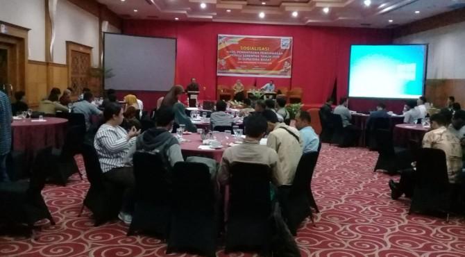 Sosialisasi hasil pemantauan pengawasan pemilu serentak tahun 2019 di Sumatera Barat di Hotel Rocky Padang, Kamis, 17 Oktober 2019