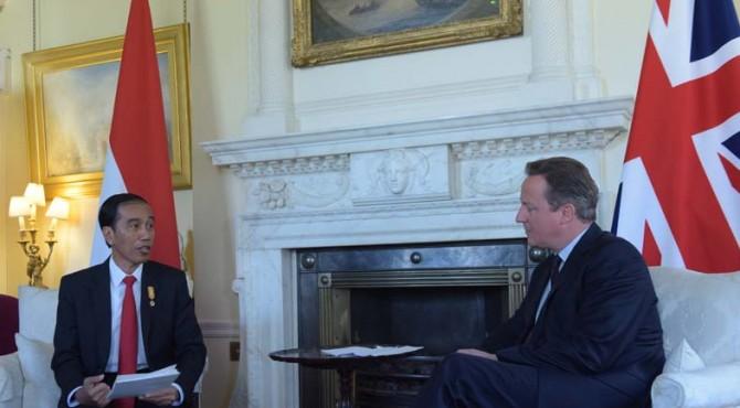 Presiden Jokowi dan Sejumlah Menteri dan Pejabat Berbincang Usai Mengadakan Pertemuan Dengan PM David Cameron