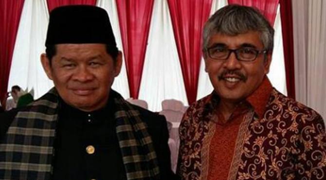 Dua tokoh pers Sumatera Barat (Sumbar) menerima penghargaan Pers Card Number One tahun 2017