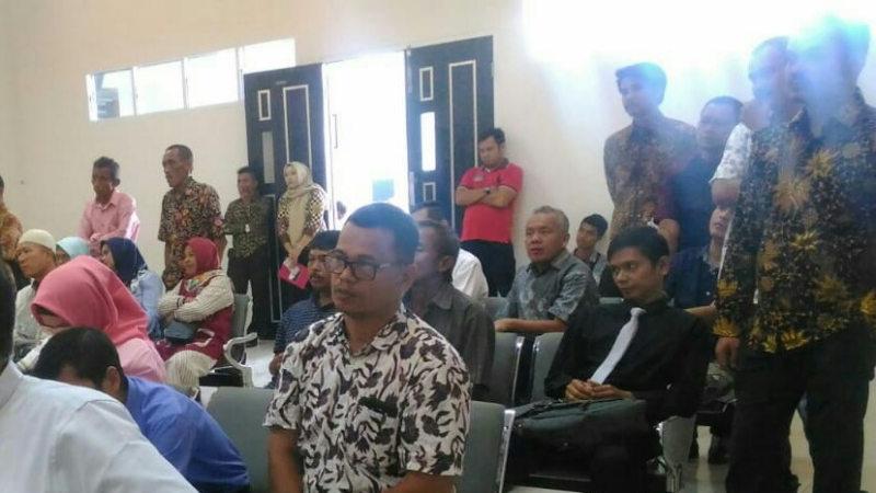 Beberapa pejabat di Pessel ikut hadir dalam sidang mangrovedi Pengadilan Negeri I A Padang, Kamis 24 Oktober 2019