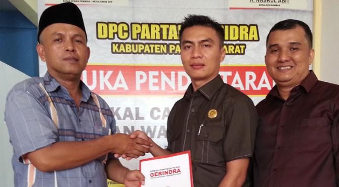 Salah seorang Balon Bupati yang mendaftar di DPC Partai Gerindra Pasaman Barat.