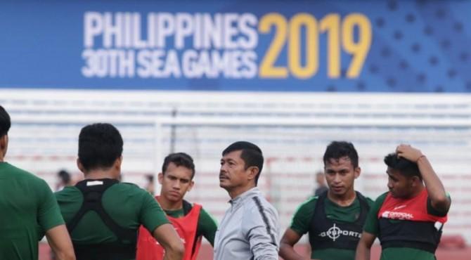 Indra Sjafri beri arahan kepada pemain Timnas Indonesia U-23