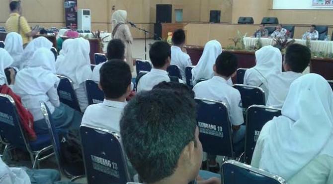 Sosialisasi kepada sejumlah pelajar dan mahasiswa di Gedung Kubung Tigo Baleh Kota Solok, Senin 28 Maret 2016