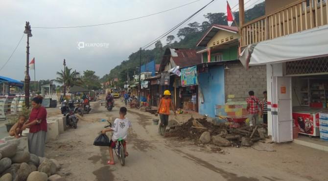 Pengerjaan proyek pedestrian Batang Arau
