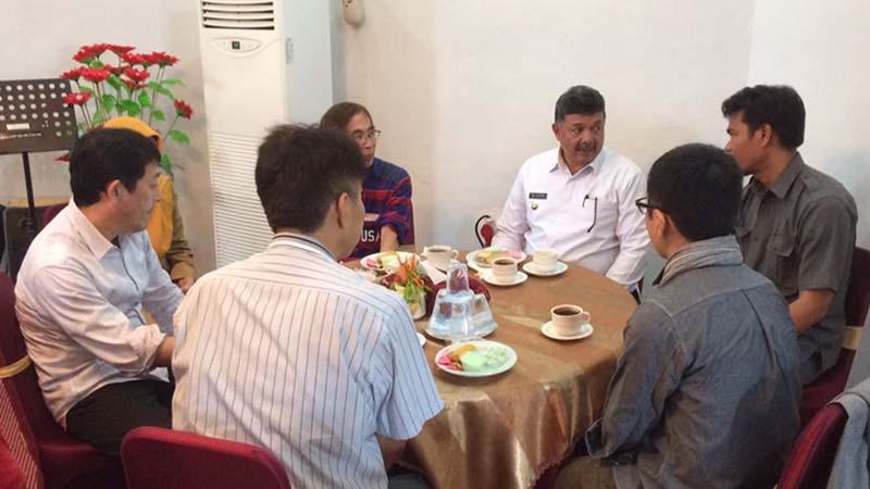 Wako Solok H. Zul Elfian bersama dirut PDAM Kota Solok Ridwam menjamu tim teknis toyohashi Jepang