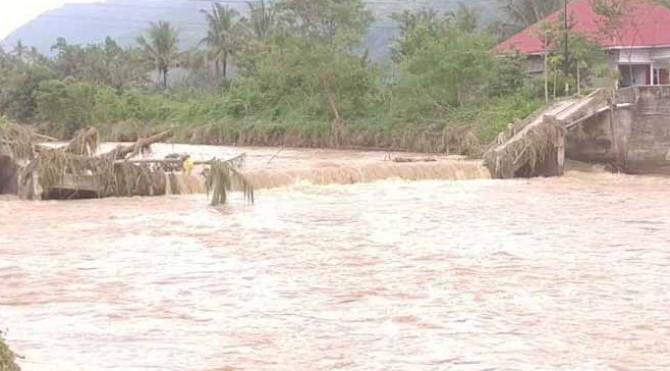 jembatan ambruk di Solok Selatan akibat banjir