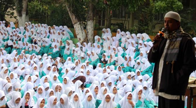 Tausiyah sebelum penggalangan dana di SMA 2 Payakumbuh
